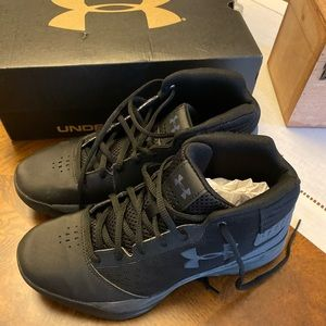 Like new Under Armour high tops Size Y 6M